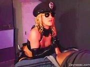 Linda Policial Transando com o Detido